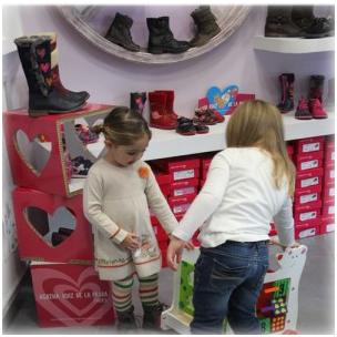 the best attitude 518f9 b3699 Negozio di abbigliamento e calzature bambini a Torino ...